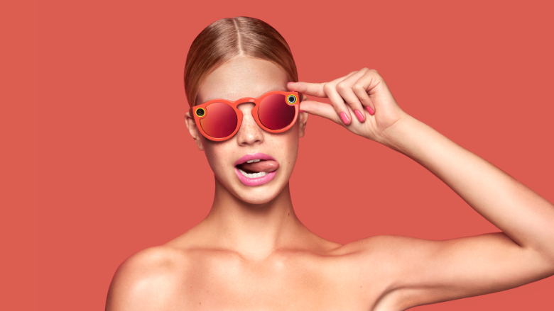 160924095329-snapchat-spectacles-woman-780x439