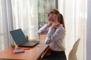 """Home office puede ocasionar síndrome de """"text neck"""": Centro de la Columna Vertebral"""
