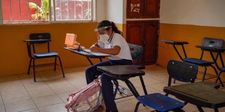 Detectan-primer-caso-de-COVID-en-escuela-de-Queretaro-la-voz
