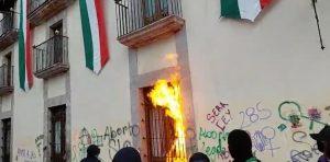 manifestacion-activistas-Querétaro-Palacio-de-gobierno-la-voz